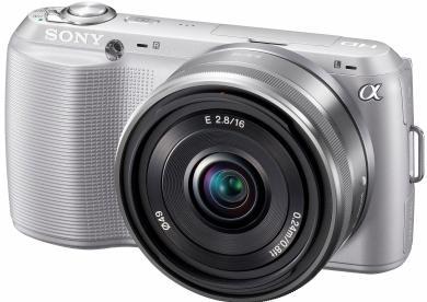 Sony NEX C3 ini sangat kecil dan lebih menyerupai kamera saku daripada Kamera DSLR