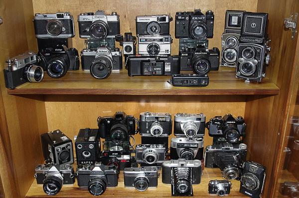 Koleksi kamera jadul. Hati-hati jamuran! :)