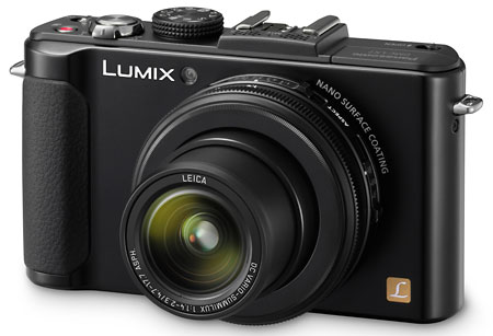 Lumix LX7 has a very large lens aperture is f / 1.4-2.  Ideal for indoor photographed in the dark.