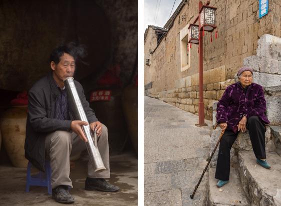 Kiri: Merokok dengan pipa air, Kanan: Nenek yang kaki yang terikat (bound feet) sehingga ukurannya sangat kecil.