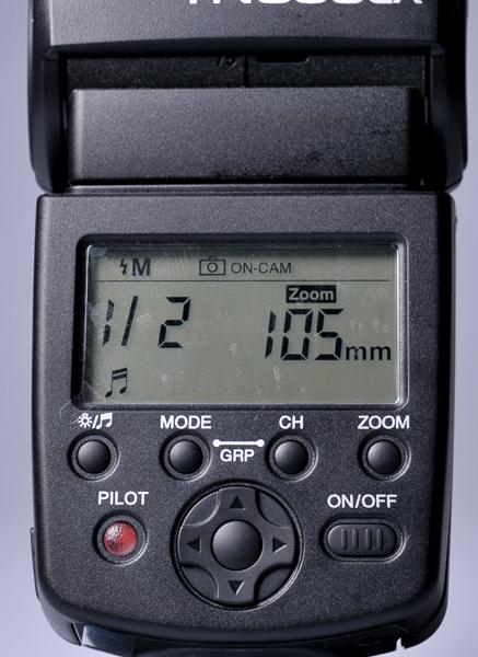 Mode manual saat dipasang diatas kamera. Kepala flash bisa dizoom dari 24-105mm secara manual. Pilih sesuai dengan jarak fokus lensa yang sedang digunakan.