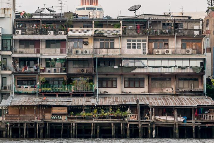Rumah disisi sungai Chao Praya, Bangkok, Thailand