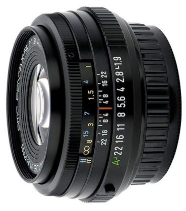 Pentax 43mm f/1.9 adalah lensa fix normal yang sangat akurat di jaman film, dan masih bisa dipakai di era digital. Tapi sayangnya, Kamera DSLR Pentax tidak ada yang bersensor full frame, sehingga saat dipasang di kamera DSLR sekarang, menjaid tidak normal lagi karena terkrop 1.5X