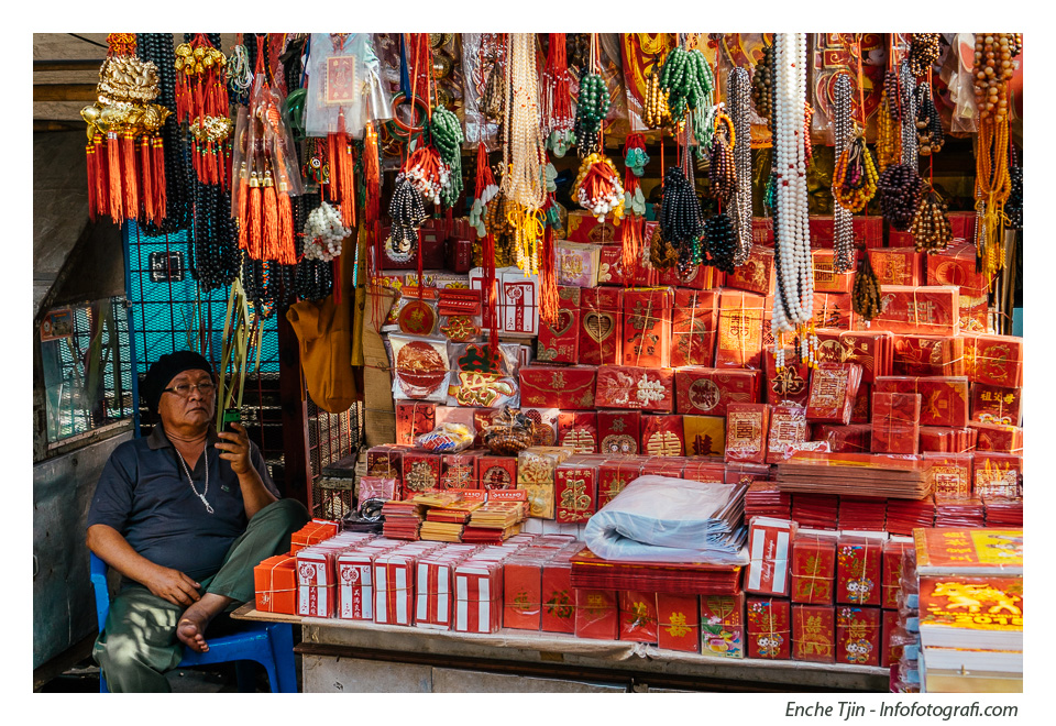 red-envelope-seller
