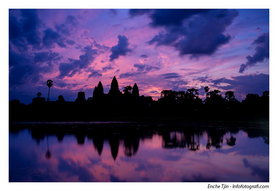 Angkor Wat sunrise, foto wajib kalau berkunjung ke Kamboja.