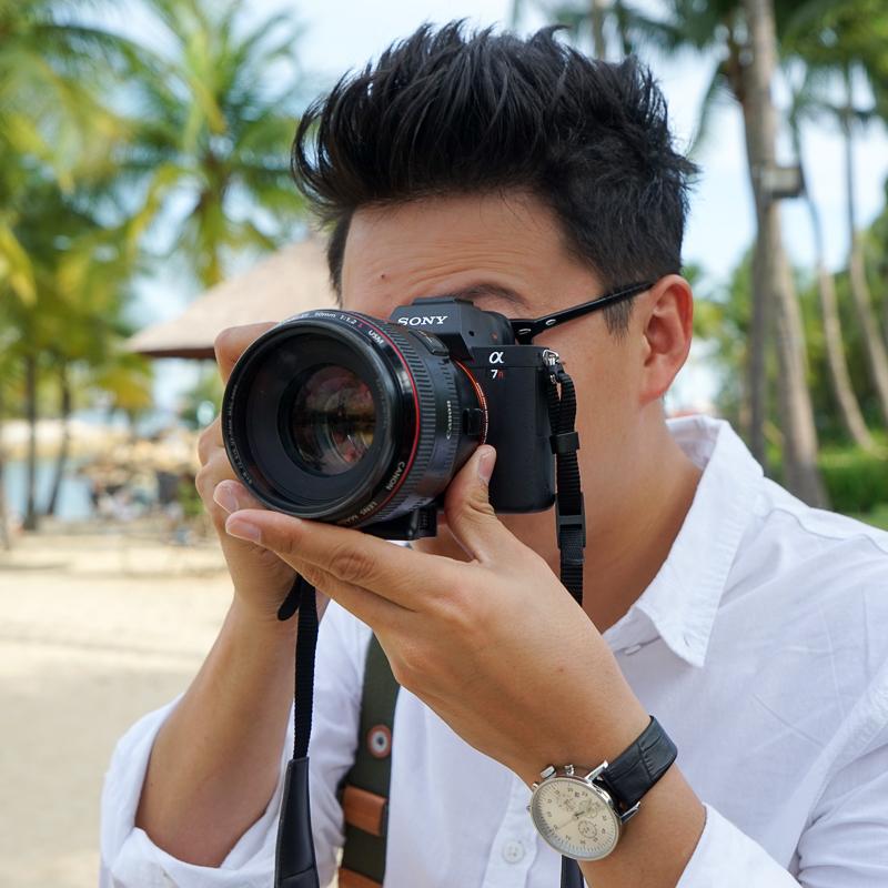 Fotografer pro Benny Lim sedang mencoba A7R mk 2 dengan lensa Canon 50mm f/1.2L. Autofokusnya terasa cepat daripada di body Canon, komentarnya sesaat setelah menguji .