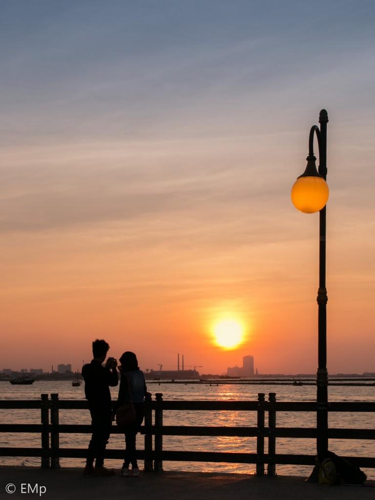 Suasana senja di pantai Ancol