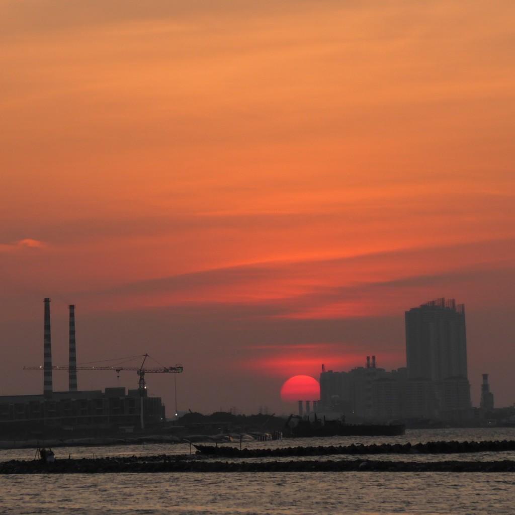 Memakai fokal telefoto 200mm untuk sunset