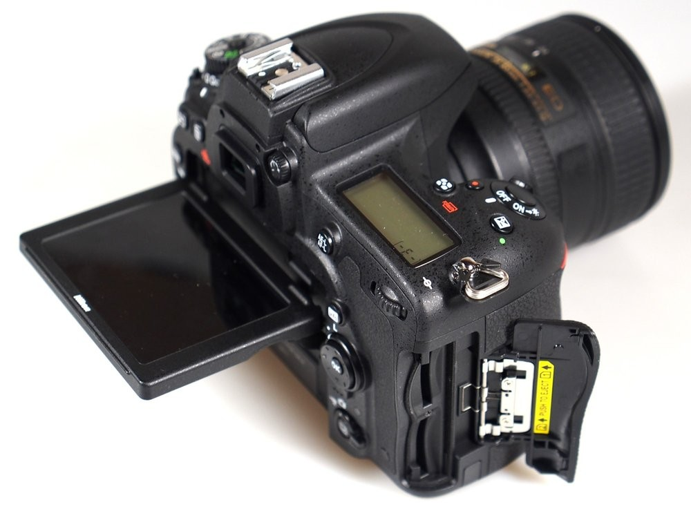 Kamera dengan dual slot SD card