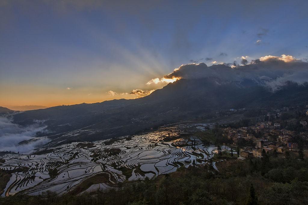 pemandangan matahari terbit di Duoyishu - foto oleh Chensiyuan