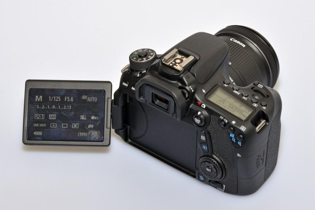 Canon 70D dengan LCD lipatnya