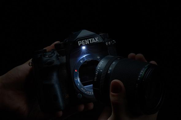 Lampu LED di Pentax K-1