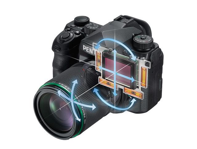 Sensor full frame di dalam K-1 ini bisa bergerak ke kiri kanan, juga berputar (5 axis)