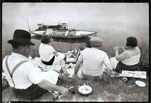 Merekam momen kehidupan - Cartier Bresson