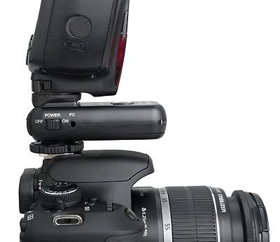 Phottix Strato diantara kamera dan flash