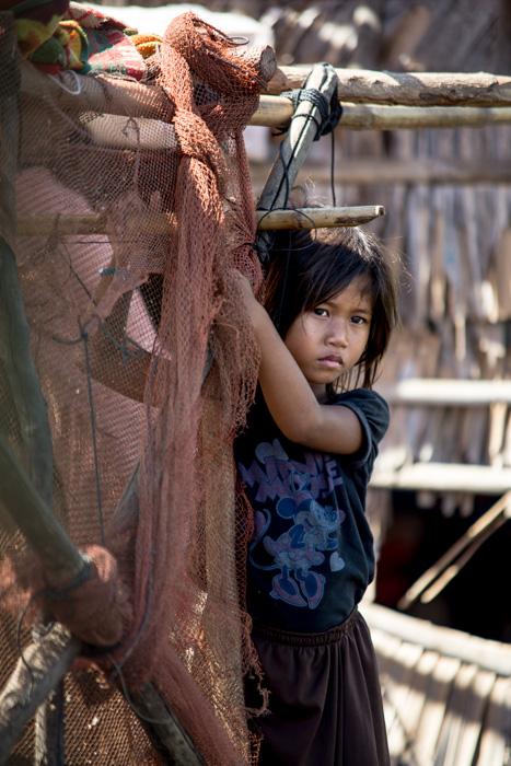 Anak Nelayan yang hidup di rumah terapung di danau Tonle Sap Lake, Kamboja. Lensa telefoto 200mm f/2.8 1/640 detik, ISO 160