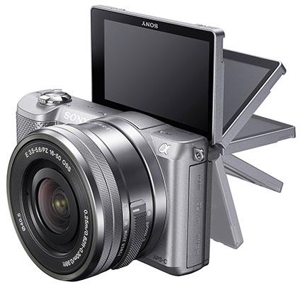 Selfie lagi tren, makanya sebagian besar LCD kamera bisa dilipat keatas