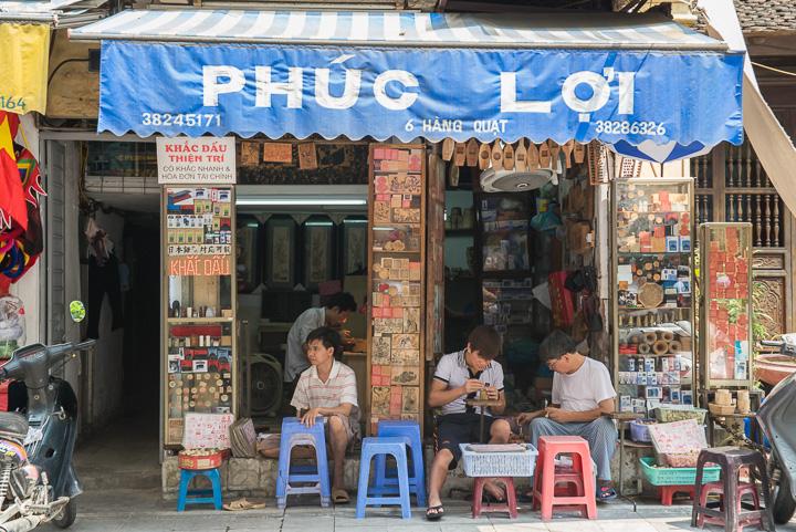 Sebuah warung di Old Quarter, Hanoi, Vietnam