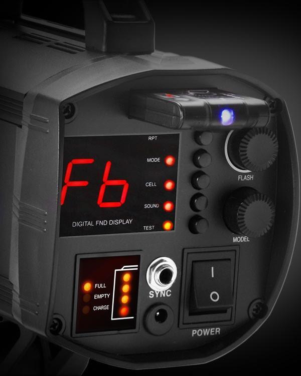 Antarmuka i4 sudah digital dan relatif mudah dipelajari. Wireless receiver terpasang di bagian belakang atas lampu tanpa kabel.