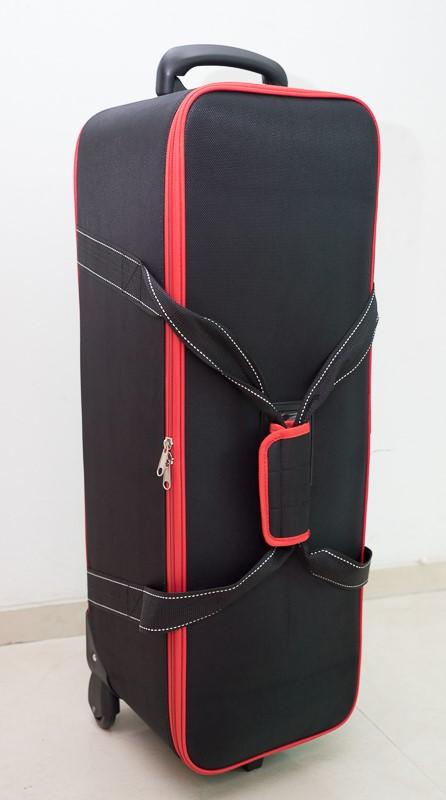 Rolling bag spesial untuk menyimpan 2 unit lampu studio Rime Lite i4, dan aksesoris.