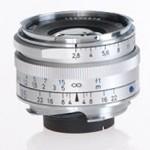 Lensa Zeiss Biogon 35mm f/2.8. Beratnya hanya 200 gram dan panjangnya 5.5cm