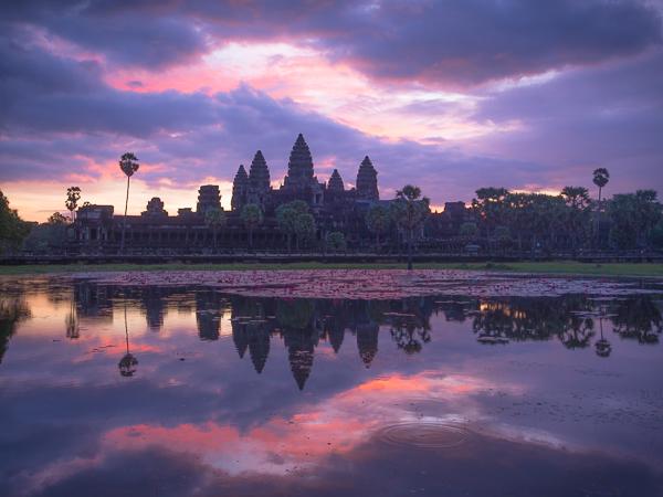 Angkor Wat Sunrise by Enche Tjin