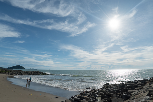 Pantai Padang. Oleh Enche Tjin