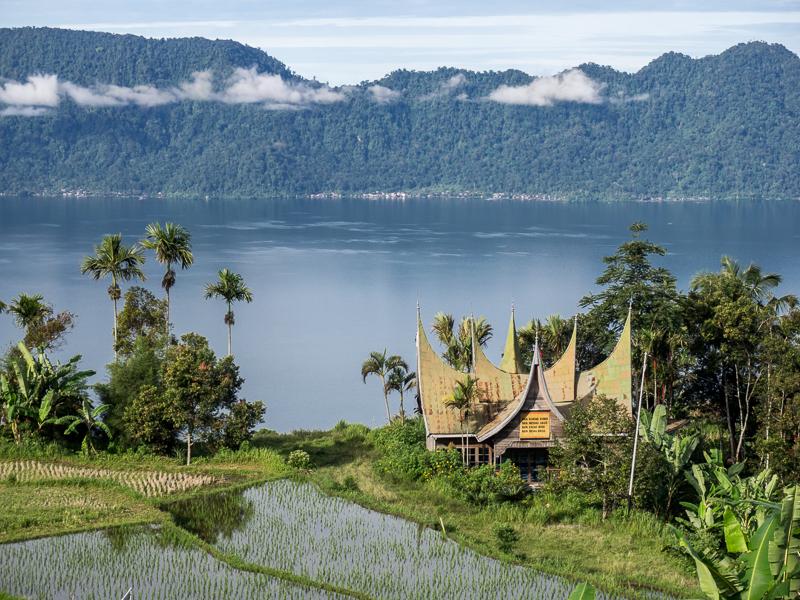Pemandangan dari kelok 44. Danau Maninjau - oleh Enche Tjin