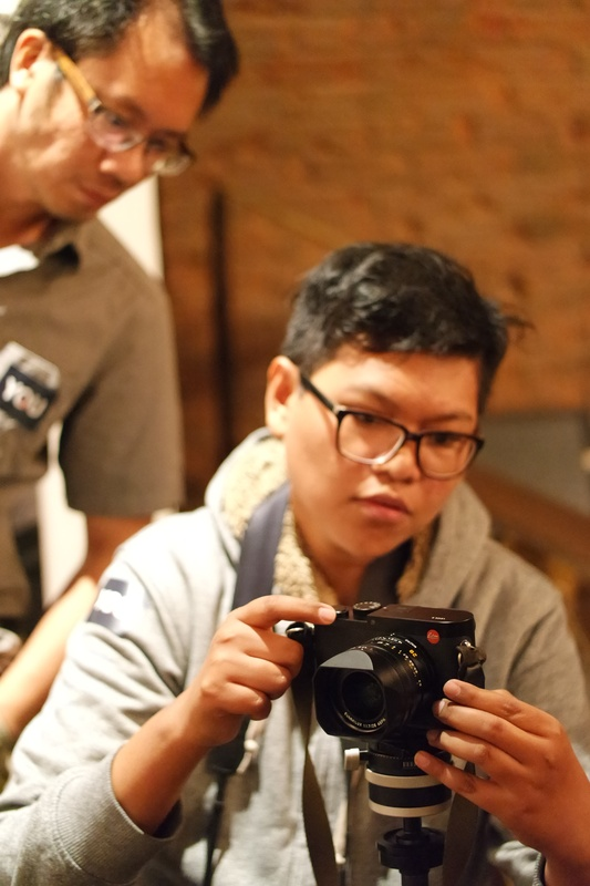 Awak media mencoba Leica Q