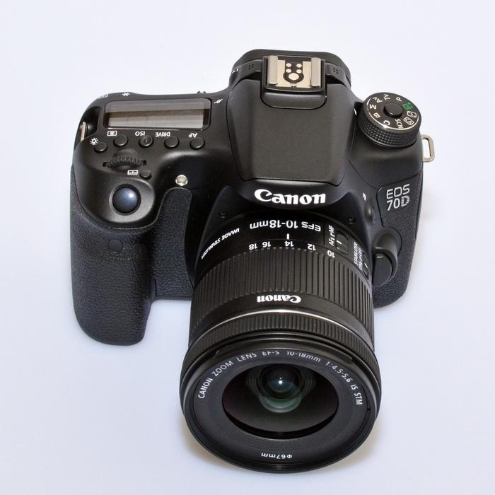 Lensa 10-18mm dipasang di bodi APS-C seperti 70D.