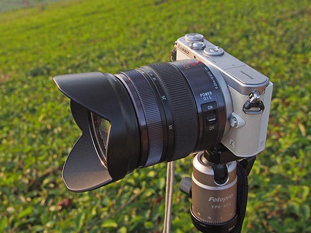 Lumix GM1 dipadankan dengan lensa 12-35mm f/2.8