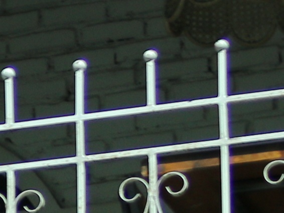 Purple fringing di area kontras tinggi