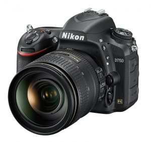 Nikon D750 dan 24-120mm f/4. Dengan lensa bukaan f/4 ukuran dan berat jadi lebih bisa dihandel dan lensa seperti ini mencakup berbagai kebutuhan memotret saat traveling.