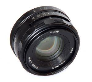 1000-meike_50mm_f2_front_oblique_view_1464166275